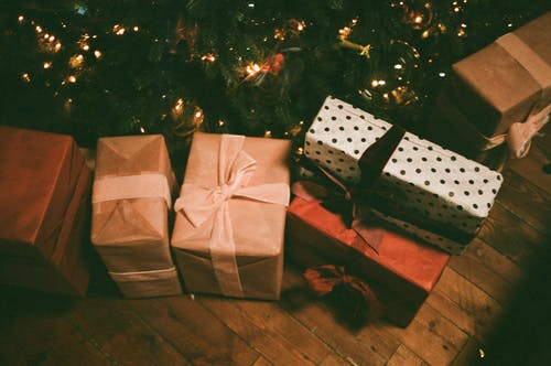 What to know about gifting presents in custom packaging